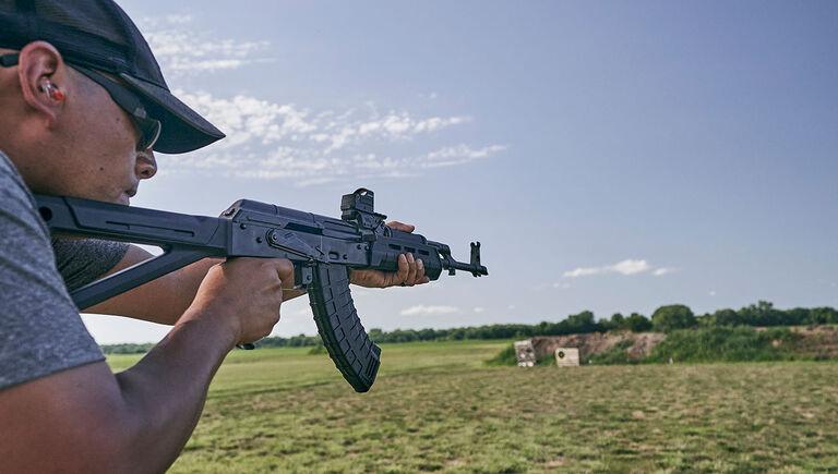 Bushnell RXS-100 Reflex Sight mounted on an assault rifle at a firing range