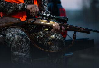 Hunter adjusting Bushnell Riflescope